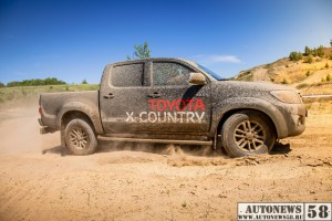 TOYOTA-X-COUNTRY-Hilux