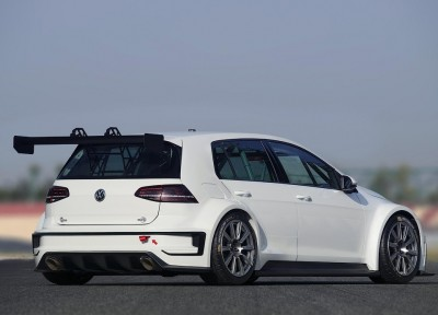 Volkswagen-Golf-330-2