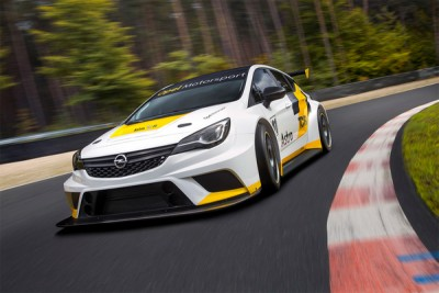 Opel-Astra-racing
