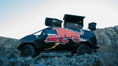 Land-Rover-Defender-RedBull-3