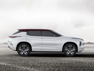 ground-tourer-plug-in-hybrid-vehicle-mitsubishi-2