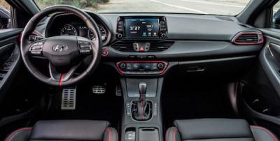 Hyundai-Elantra-GT-cabin-01