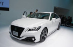 Toyota-Crown-concept-at-2017-Tokyo-Motor-Show-left-front-three-quarters-1024x682