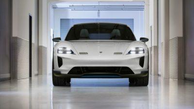 Электрокар Porsche Mission E Cross Turismo