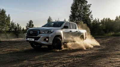 Toyota-Hilux-Exclusive-Black