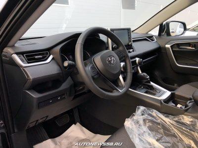 Новый Toyota RAV4 добрался до российских автодилеров