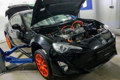 Немецкий энтузиаст превратил Toyota GT86 в динамичный электрокар, используя серийные компоненты Tesla и Nissan.