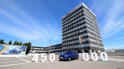 19 июня с конвейера завода LADA Ижевск (входит в Группу АВТОВАЗ) сошел 450-тысячный автомобиль семейства LADA Vesta.