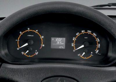 Салон обновленного внедорожника Chevrolet Niva, которому предстоит сменить имя на LADA Niva, оборудуют иной приборной панелью.