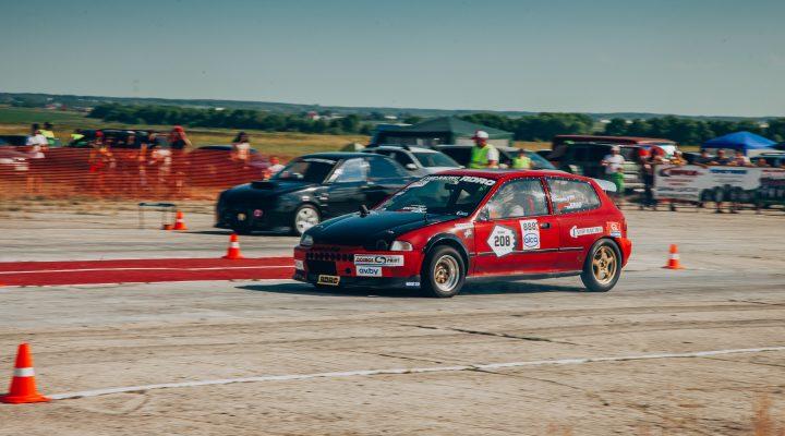 4 июля в Пензе на взлетной полосе аэродрома ДОСААФ *Сосновка*, прошли первые заезды в новом гоночном сезоне Drag Racing Penza – 2020.