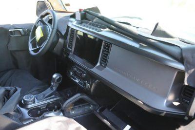 В Сети появились шпионские фотографии салона возрожденного внедорожника Ford Bronco.