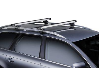 Сотрудники ГИБДД начали штрафовать российских водителей за багажники на крыше авто.