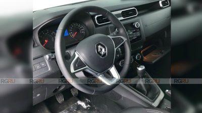 Первые снимки салона нового Renault Duster