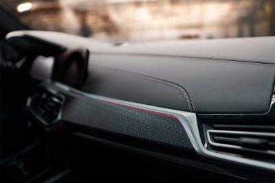 Компания BMW открыла прием заказов в России на кроссоверы X5 и X6 в особом исполнении Edition Black Vermilion.